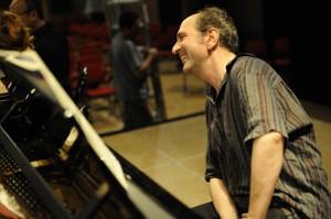 Denis Pascal en filage sur scène à Albi, Tarn, France